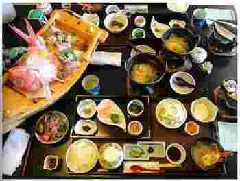 """伊豆の魅力がたっぷり詰まった""""食べる宿""""らしい絶品料理たち。大人だけでなく、お子様用の料理にも伊豆の幸がたっぷり♪"""