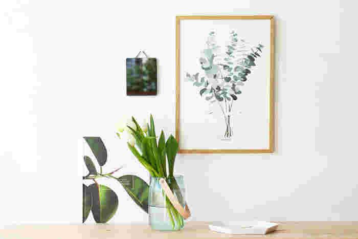お手軽にお部屋にグリーンの雰囲気をプラスできるボタニカルデザインのポスター。さりげなく軽やかなイメージを取り入れることができます。