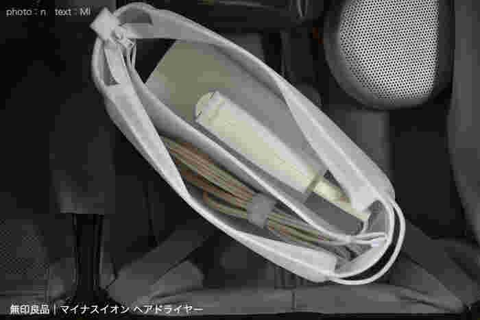 こんな風に、ポーチの中にすっきりと収納できます。さらに、もっと小さくてコンパクトな「トラベル用ヘアドライヤー」も販売していますよ!