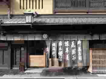 京都で130年以上続く塩芳軒(しおよしけん)では純和三盆を使用して作られている干菓子が有名です。