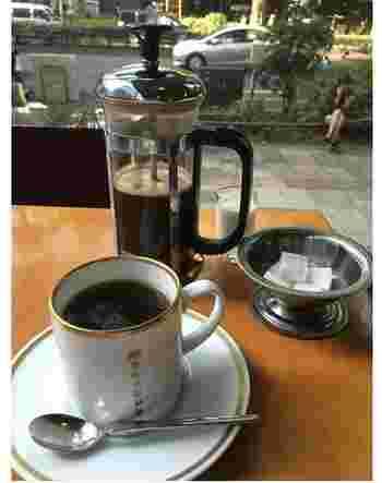 コーヒーメニューには丸山珈琲のフレンチプレスも。自分でプレスできるのはうれしい!