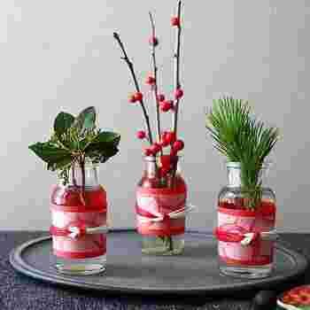 そして松竹梅を連想させるように小さなアイテムを飾れば、あっという間にお正月を迎える準備が完成します。これなら早速真似できそう。素敵なアイデアです。