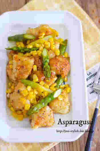 蒸し焼きにしたアスパラととうもろこしは、ほっとする優しい甘さでお子様にも人気。鶏肉は柔らかく、コーンを加えて、見た目も華やかです。