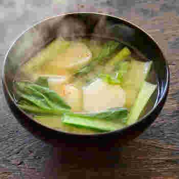 ごぼうのような風味のある菊芋は、お味噌汁の具材としても◎。味噌との相性もばっちりです。菊芋と小松菜の旬の野菜の栄養をしっかり摂れるレシピです。
