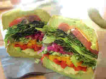こちらはベジタリアンという名前。野菜だけでも美味しいのは、素材と中のソースが絶品な証。