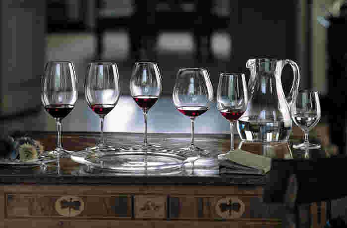 ワイングラスの名門、リーデルのなかでも世界中で愛されているマシンメイドの代表ライン。機能的で高品質な上に、価格もリーズナブル。ワインを日常的に楽しんでいただくためのマシンメイドグラスとして、不動の地位を築くグラスです。
