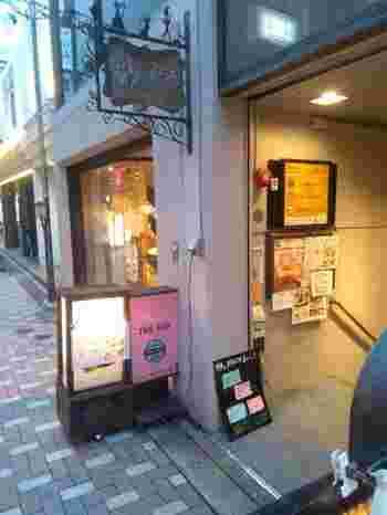 隠れ家的な洋食店。入り口を見逃さないでくださいね!