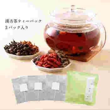 漢方茶のティーパックも付いているので、体の内側から温められますね。肌着や靴下、お茶で体を温めて冷え対策をはじめましょう。