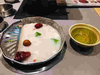 お出汁は9種類からセレクト可能。こちらは、ぷるぷるのコラーゲンスープに紅棗(なつめ)や松の実など13種類の生薬がたっぷりしみ出した「薬膳コラーゲン」。ココナッツオイル仕上げで美容効果も期待できそう。ほかにも「韓国風辛ジャンスープ」や「クリーミー豆乳だし」など、個性豊かなお出汁が揃います。