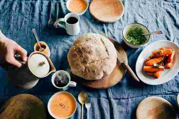 寒い寒い冬の朝。ひんやりしたキッチンでは朝ごはんを作るのも億劫に感じてしまい、「時間をかけて調理するなんて無理…」という方も多いはず。 今回はそんな冬の朝に短時間で手早く作れて、なおかつ体もポカポカ温まる素敵なレシピを「和食派さん」と「洋食派さん」に分けてご紹介します♪