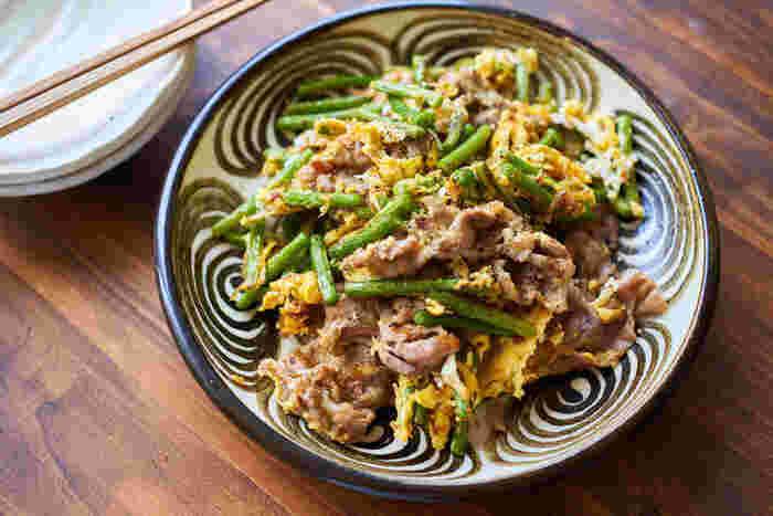 ゴーヤチャンプルーのアレンジレシピもよいけれど、せっかくなら色々な食材でチャンプルーにチャレンジしてみませんか?こちらは、ゴーヤの代わりにニンニクの芽を使って作る、ご飯のお代わりがとまらないチャンプルー。さっぱり味に仕上げたいときは豚肉を肩ロースで作り、コクを出したいときは豚バラ肉で作ると◎。