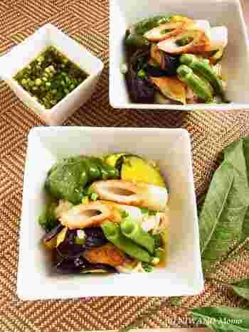 野菜たっぷりの冷やしうどんは目にも楽しくさっぱり栄養満点で、暑い日にもしっかり食べられる一品です。