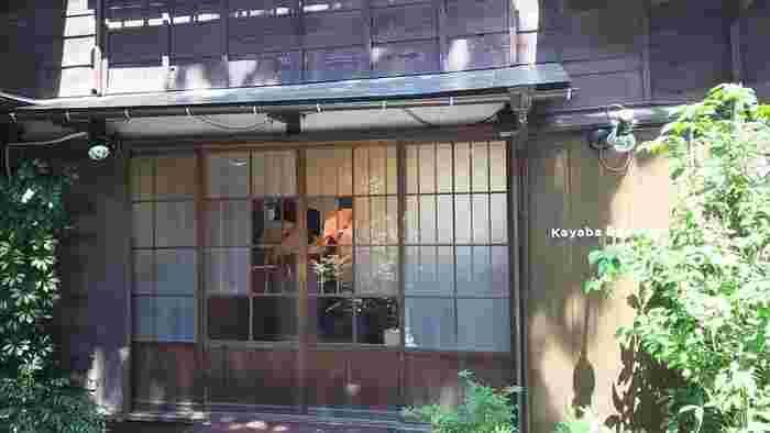 『カヤバ珈琲』の姉妹店として2015年3月にオープン。裏手の路地、昭和13年築の趣のある古民家とマッチするように、「日本のおいしいもの」をコンセプトにした和テイストのパンが並びます♪