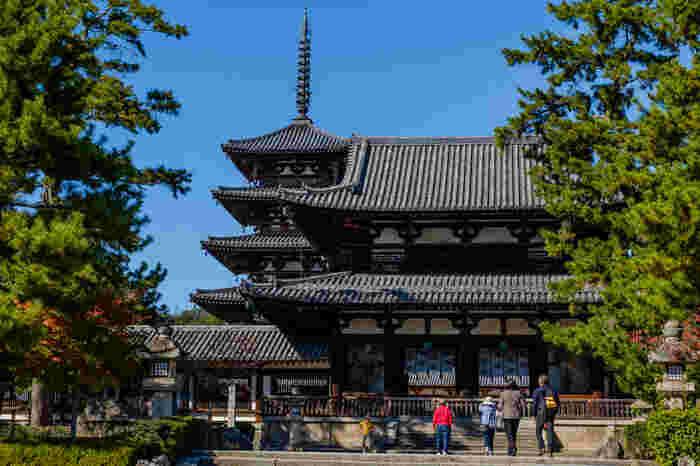 みなさん奈良県に行かれたことはありますか?奈良は、古墳時代から奈良時代にかけて、794年に京都に遷都されるまで日本の中心地であった歴史深い場所。数々の世界遺産が存在することで有名な観光地です。