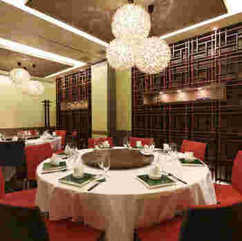 渋谷で中華料理を頂くのなら、繊細で上品な味わいの北京料理の「天厨菜館 渋谷店」。店を代表する料理は、何と言っても北京ダックですが、他の一品料理や麺類も秀逸。北京宮廷料理の実力をリーズナブルに味わうのなら、1000円前後で頂ける平日の「今週のランチセット」が断然オススメです。ランチセットは週替りで5種から選べます。