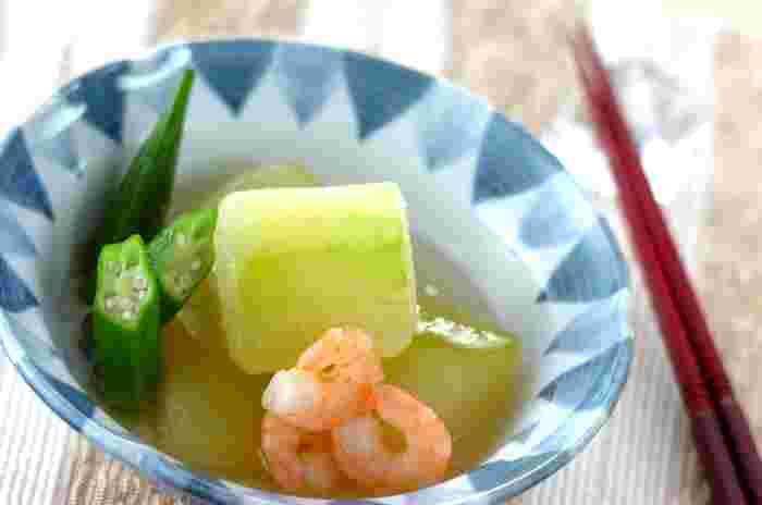 市販の白だしを使って優しく煮込んだ海老と冬瓜をしっかり冷やして頂く夏の定番にしたいレシピです。