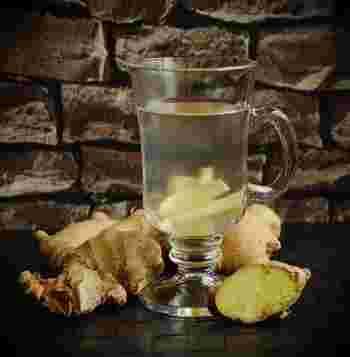レモンとはちみつを合わせて完成するシンプルなドリンクですが、片栗粉をプラスしてとろみをつけたり、生姜や金柑をあわせてもおいしそう!