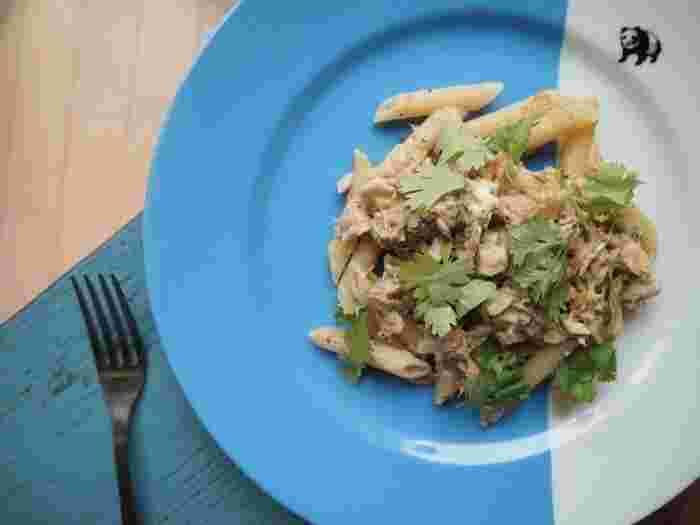 鯖の味噌煮込みとクリームチーズに、味付け玉子(半熟たまごでもOK)でコクをプラス。鯖の味噌煮込みが余った時の救済レシピとしても◎