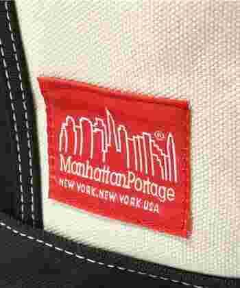 「マンハッタンポーテージ」というブランド名は聞いたことがなくても、このマンハッタンの街並みが描かれた赤いラベルなら見たことがあるという方も多いのでは?ニューヨーカー御用達として、メッセンジャーバックが有名です。