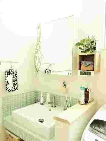 洗面所にフレッシュグリーンがあると、心が和むのを感じます。毎日少しずつ変化していくグリーンの様子を眺めていると、ウキウキします。