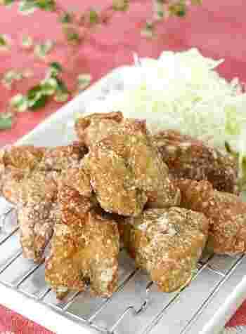 鶏むね肉やささみに似ているといわれるもうかさめ。しょうゆとにんにく、しょうがで香ばしく仕上げた竜田揚げはパクパク食が進みます。
