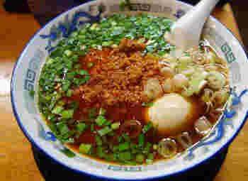 名古屋市高岳にある本格派中華そばのお店。名古屋めしの台湾ラーメンをアレンジした「台湾そば」は、中華そばをベースに、醤油スープを合わせた、辛いながらもさっぱりした味。たっぷりのニラと豆板醤がきいた、台湾ミンチがトッピングされています。