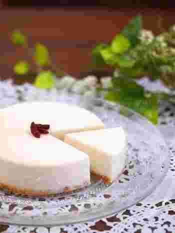 生クリームの代わりに豆乳を使ったヘルシーなレアチーズケーキ。ダイエット中の自分へのご褒美に。