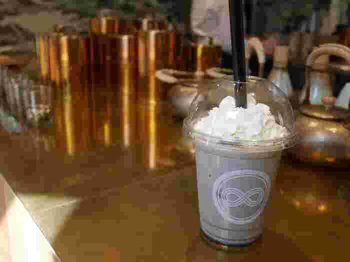 香り高い黒胡麻の風味が口いっぱいに広がる「黒胡麻ラテ」もおすすめ。今どきの日本茶の楽しみ方を発見してみましょう。