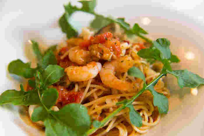 トマトソースが食べたいときは「海の幸とルッコラのスパゲッティ」はいかがでしょう。どれを食べても間違いないと評判のランチを味わってみませんか?
