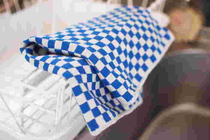鮮やかなブルーの市松模様が小粋なタオルです。こんなパキっとしたブルーは男の子に持たせたくなります。