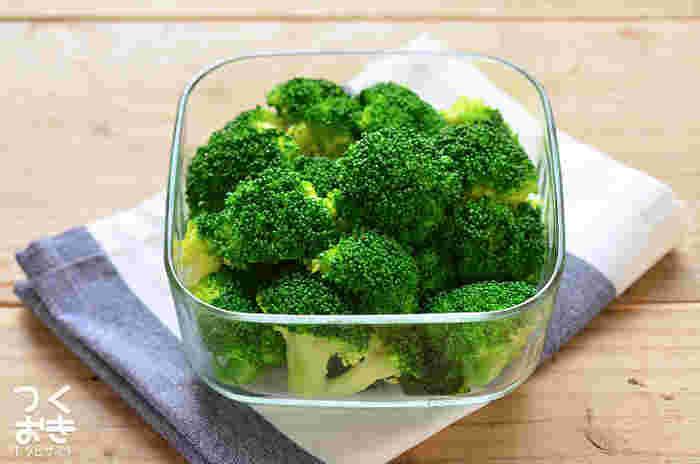 サラダに、付け合わせに、お弁当の彩りにと何かと活躍してくれるブロッコリー。そんなお役立ちなブロッコリーを5日も日持ちさせられる、覚えておきたい茹で方のコツについて紹介してあります。ぜひ一度目を通しておきましょう!