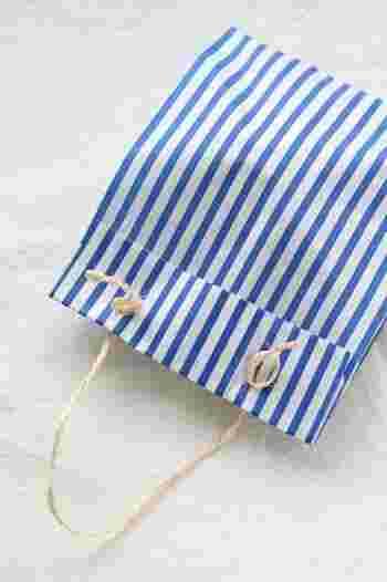このように麻紐と通してみれば、簡単に持ち手つきのバッグができますよ。簡単なのにおしゃれ*