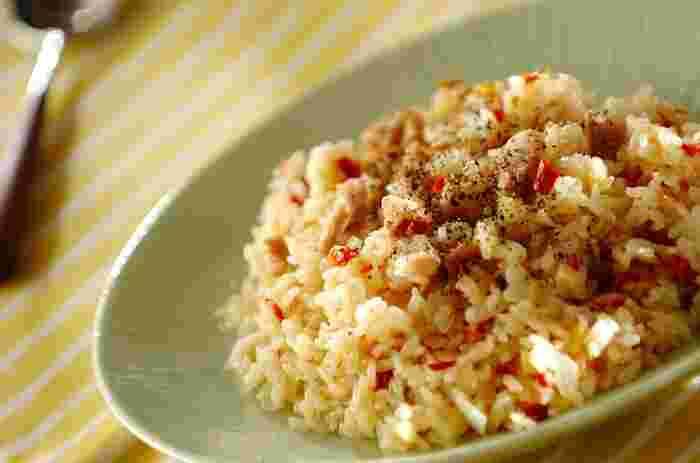 ドライトマトの旨みはご飯にもよく合います!こちらのチキンライスは、生のお米をお鍋で炒めてそのまま炊き上げる作り方。ドライトマトがお出汁になって、しっかり味が付きます。