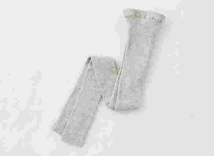 冷房などで寒いときレギンスを履いて対策をしてみてください。1年中使えそうな素材のモノをセレクトするといいですよ。