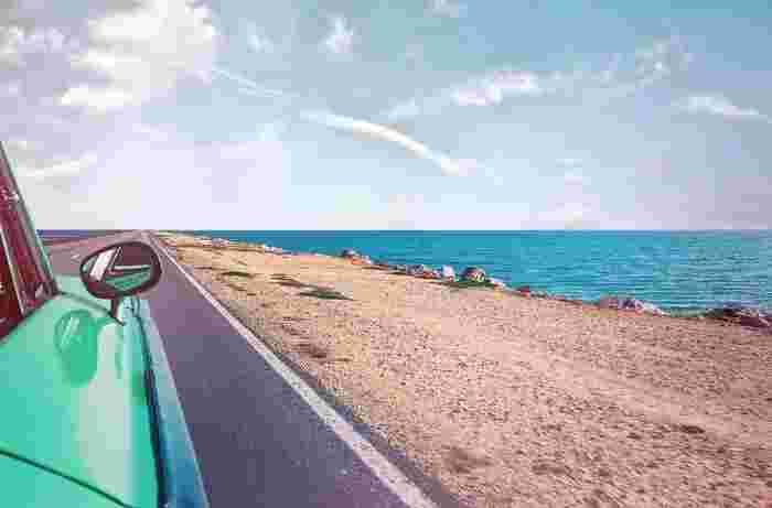 夏のドライブをグルービーに盛り上げる Alfred Beach Sandal + STUTSの「Horizon」。音楽に合わせて地平線を見に出かけてみませんか?