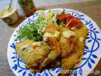 下味をつけた鶏肉を天ぷらにした「とり天」は大分の名物。から揚げとは違う、ふんわりとした衣の食感が優しいですよ。マヨネーズや辛子ポン酢などをつけて食べますが、こちらのレシピは刻みわさび入りのマヨネーズでいただきます。ピリッとした辛みがお酒のおつまみにピッタリです。