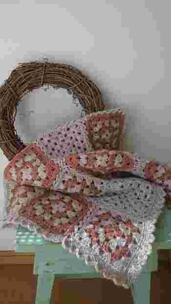 大判のモチーフ編みを作れば素敵なブランケットが出来上がります♪