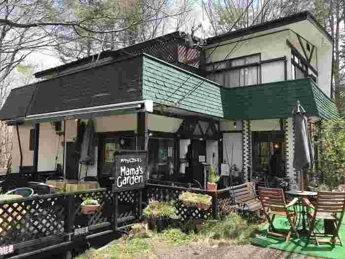 北軽井沢にあるカフェレストラン。テラス席だけでなく、店内の席もワンちゃんOK!ワンちゃん用のメニューもありますよ。