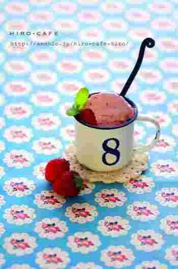 あっという間にできちゃうイチゴのアイスクリーム。材料はイチゴと練乳と生クリームの3種類だけ!難易度の高そうなアイスもこのレシピだったら失敗せずに作れそうな気がします。