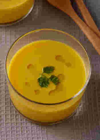 これからの季節は、冷製スープもいいですね。こちらは、かぼちゃの自然な甘さに癒されるひんやりスープ。みりんなど和の調味料もつかい、まろやかに仕上げています。