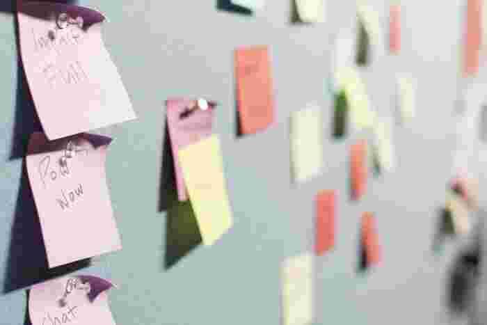 ひとつの言葉の枠組みを解体してリフレーミングしてみると、それがただの思い込みだったことに気づくことできます。たとえば「上司が自分にだけ厳しい」という言葉も、「どんなときにそう感じるのか?」、「それは週に何回程度か?」「どんな行動からそう感じるのか」など細かく解体してみてください。