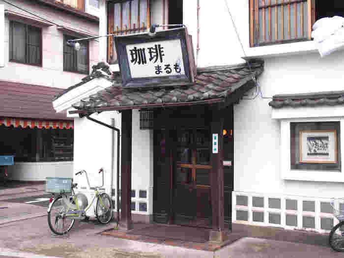 「珈琲 まるも」は「丸茂旅館」という旅館の一角にある喫茶店です。60年以上もの歴史ある喫茶店なんですよ。