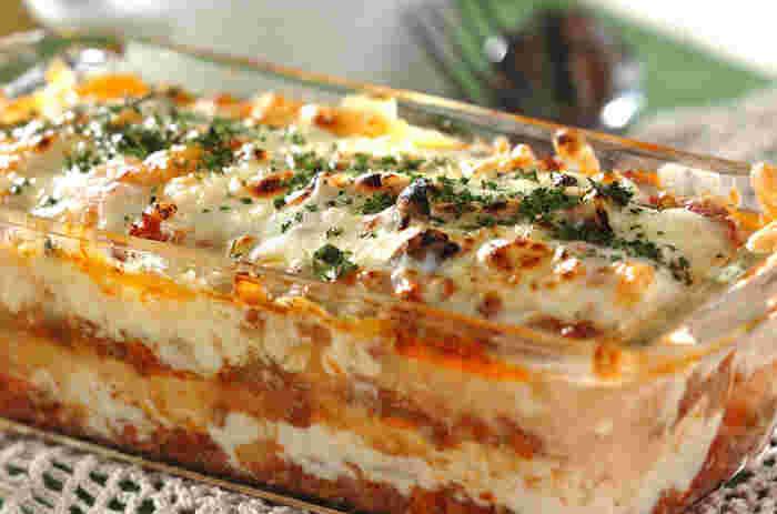 ミートソース&ホワイトソースに、ラザニアシートの代わりに豆腐をかさねたラザニア。食べすすむうちにより絡んでいくソースと豆腐の絶妙な味わいが美味。ソース類を作り置きしておけば、忙しい夜にも豪華なメインディッシュが完成します。
