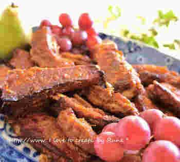 スペアリブなど肉料理のソースにアプリコットジャムを使うことがよくあります。フルーティな甘みとコクのある肉料理は、やみつきになるおいしさ。冷めてもおいしいく、絶品です。アプリコットジャムが残ってしまったときの活用法としてもおすすめ。
