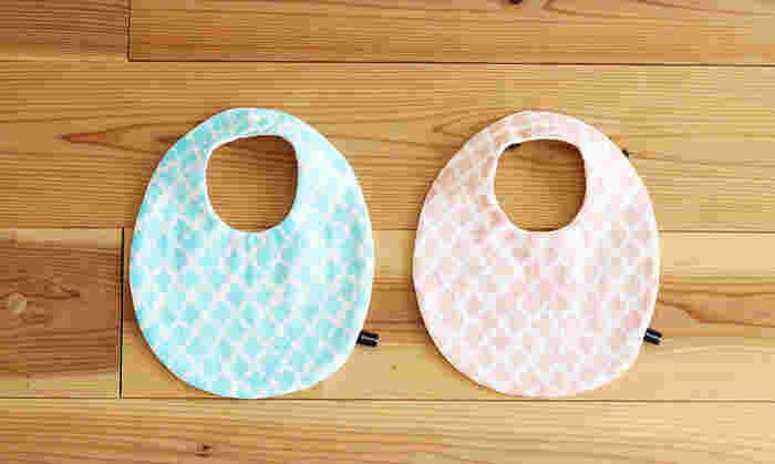 たまごのような丸いスタイが作れるキット。小さい赤ちゃん用のものを作るために材料を揃えると、余りが出てしまいがちです。キットなら必要な分だけ入っているので便利です。