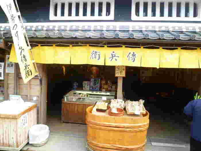 長い歴史の漬物専門店。お土産に買って帰る人も多いです。