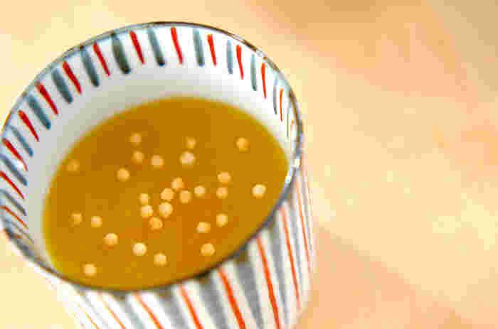 葛粉を柚子、オレンジジュース、はちみつなど一緒に煮溶かしていく、とろっとした葛湯。スプーンですくいながら、熱々を味わって♪