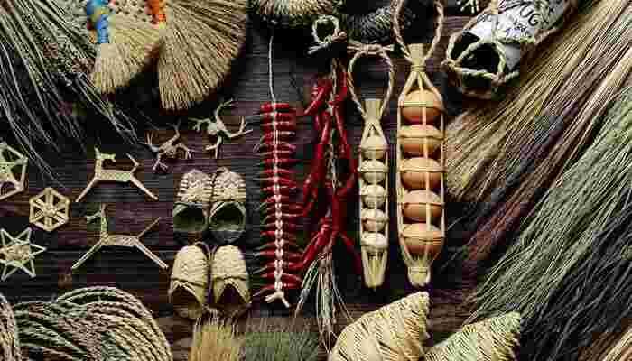 昔から使われているものには、それだけの理由と良さがあります。忙しい日常で少し立ち止まって、優しい手触りの藁の道具たちに触れてみませんか? きっと元気を貰えるはずですよ。