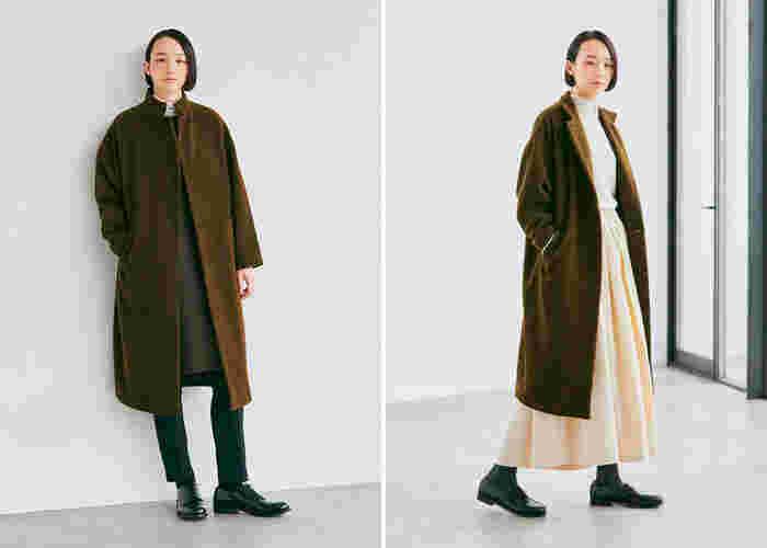 ロング丈とは思えない軽さで、優しく身体を包み込んでくれる、コクーンシルエットのスタンドカラーコート。装飾を抑え、すっきりとしたシルエットに仕上げたシンプルなデザインです。さまざまなシーンや着こなしに合わせやすく、さっと羽織るだけで洗練度がアップ。スタンドカラーはテーラードカラーにアレンジして着ることもでき、幾とおりもの顔で楽しめます。