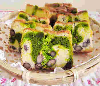 金時豆と抹茶を組み合わせた和風マーブルケーキ。抹茶の生地は2回に分けて流し入れてならすと、きれいなマーブル模様に。抹茶の風味と金時豆のほくっとした食感よく合います◎